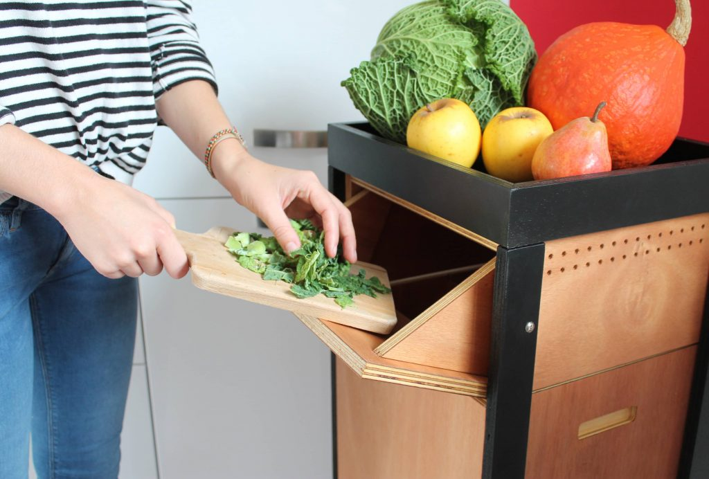 Faire du compost en appartement avec un lombricomposteur en bois design