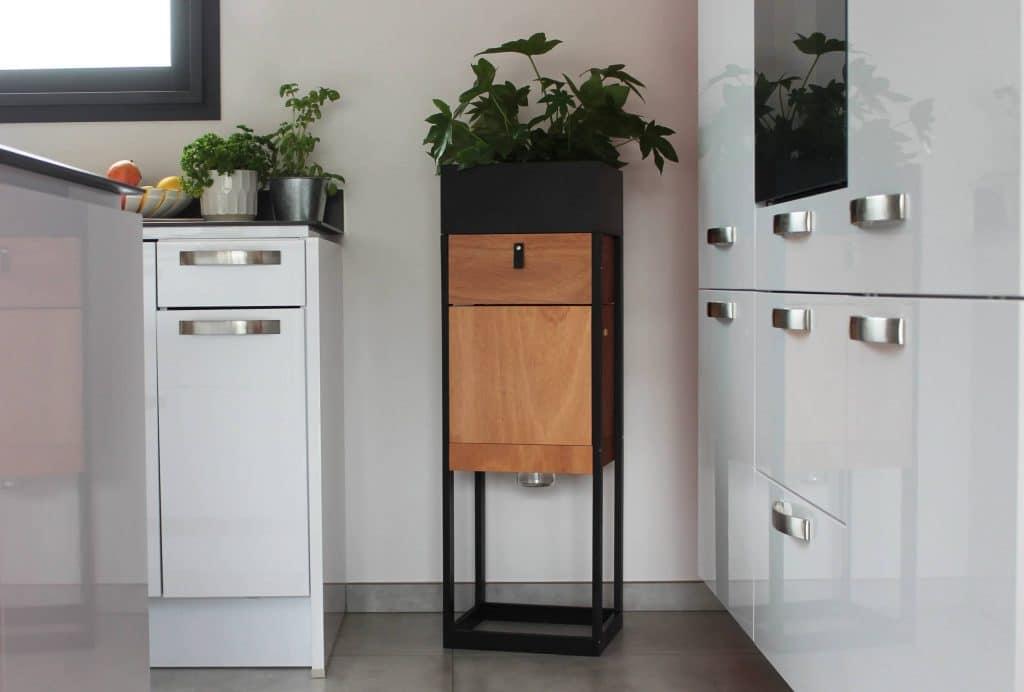 Le pot de fleur composteur de natuco s'intègre facilement dans tout types d'intérieurs.